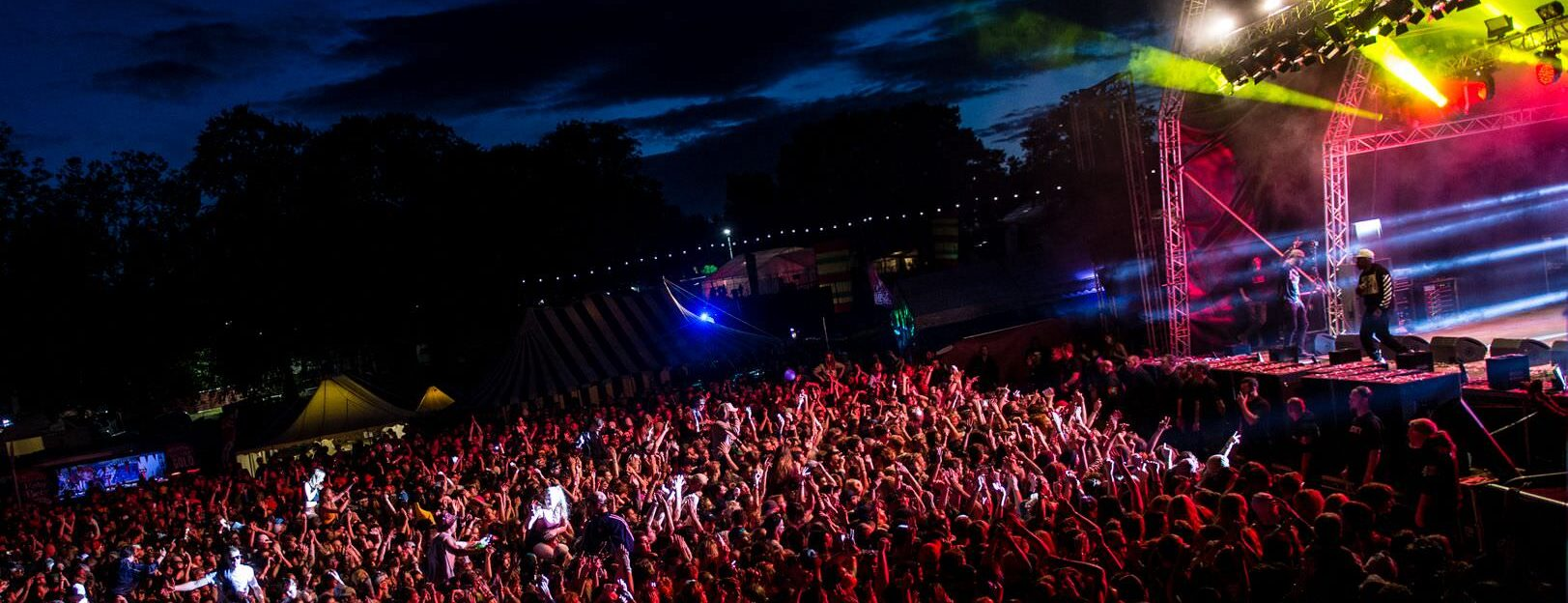 blissfields-mainstage-2016-dizzee-rascal-crowd